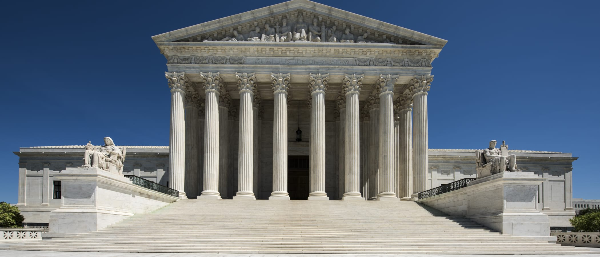 Supreme Court Opens Term by Hearing Arguments in Class-Action Waiver Case